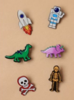 Assorted character pin badge (Code 3947)